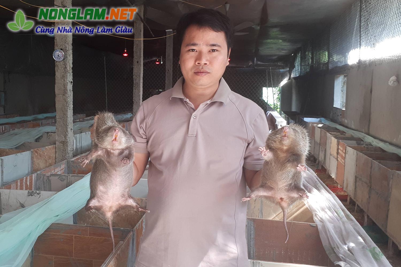 Anh Lê Văn Lâm chủ trại dúi